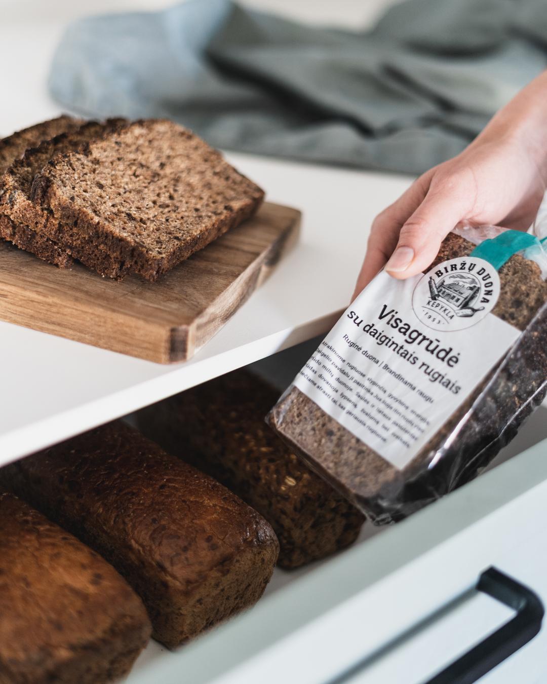 Visagrūdė duona su daigintais rugiais