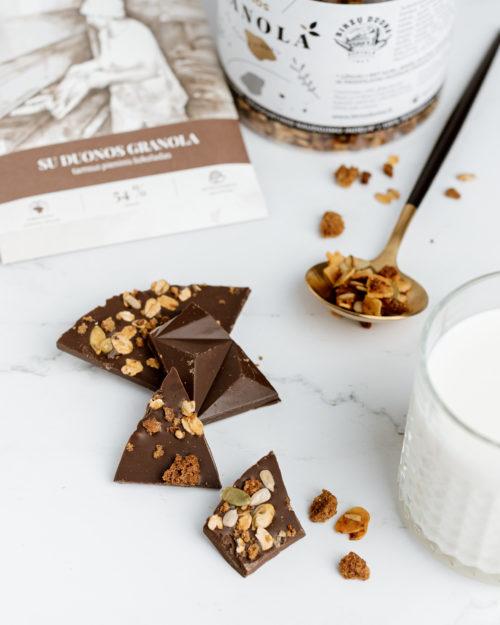 Tamsus pieninis šokoladas su duonos granola