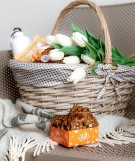 Miltė. Džiovintos duonos riekelės su vaisiais ir riešutais