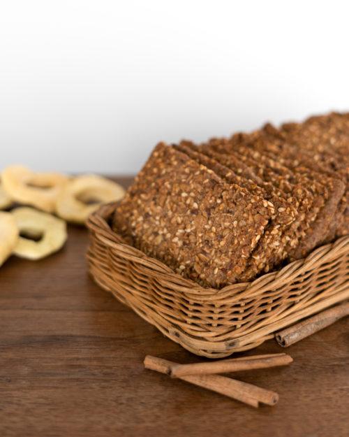 Traškūs duoniukai su obuoliais ir cinamonu